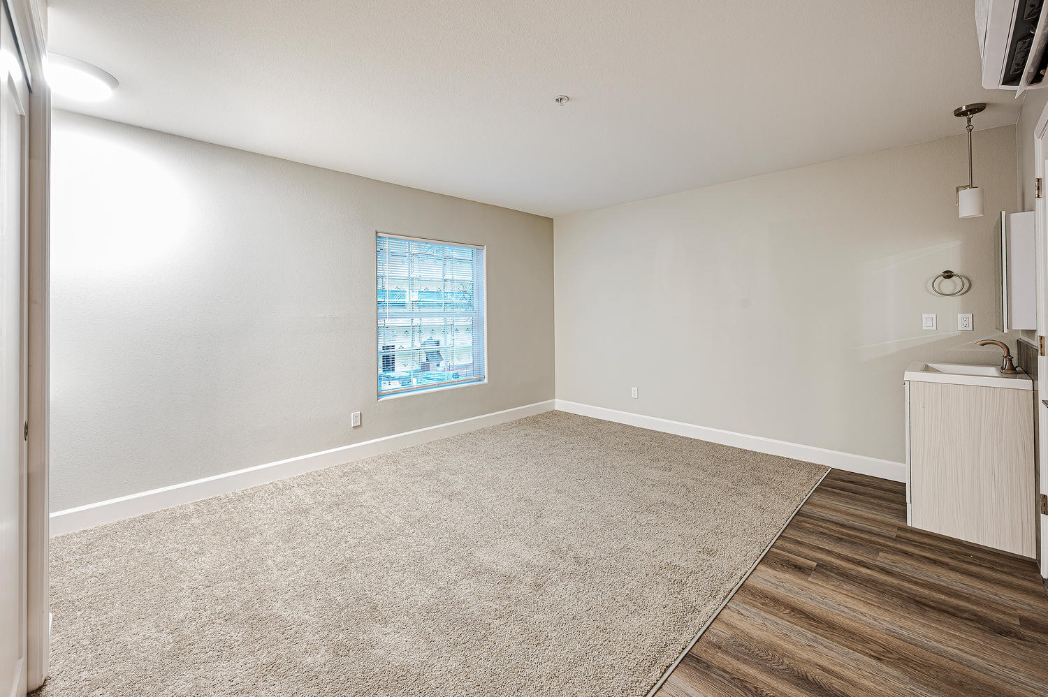 Room for Rent in Downtown Reno - For Rent